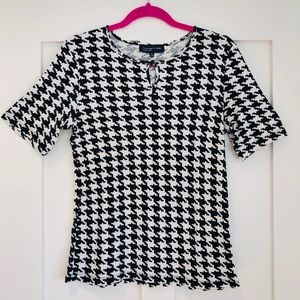 Jones New York houndstooth black and white top